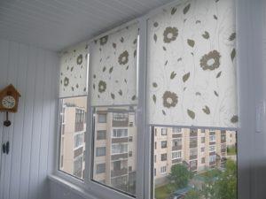 Установка рулонных штор на пластиковые окна в Краснодаре